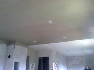 Otvory pro světla jsou jen natažené perlinkou bez lepidla,..